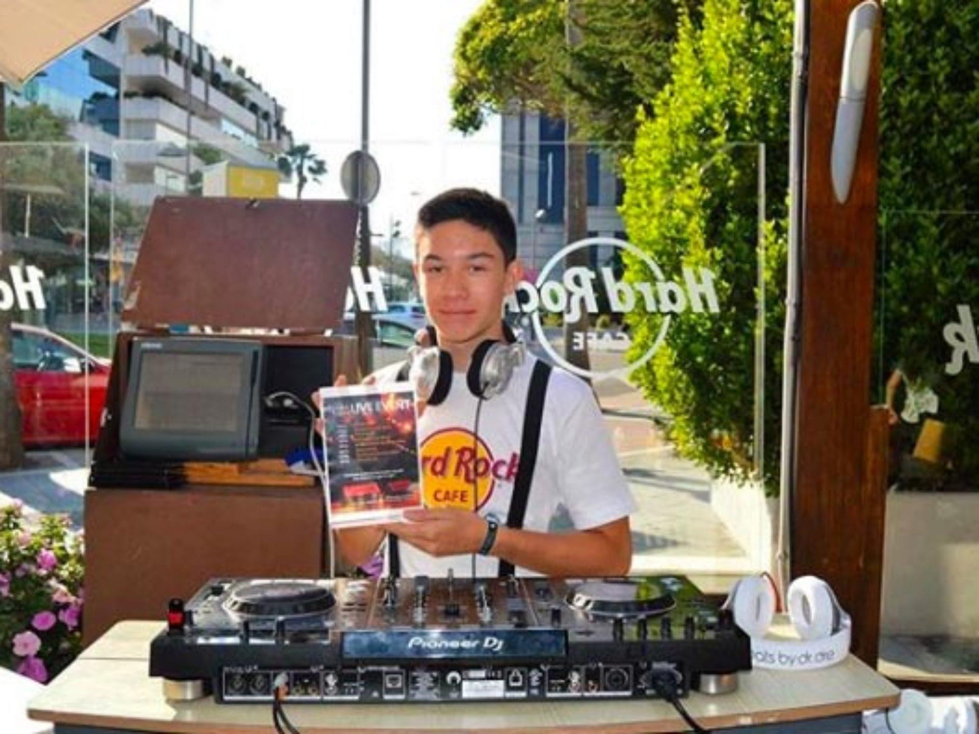 Max DJ-elev live @ Hard Rock Café