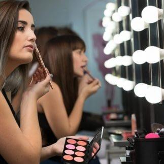 Vill du jobba med Make-up?